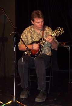 Radim Zenkl na koncertě. Foto: www.campfireditties.com